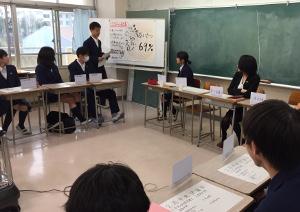 鴨志田中学校中央評議会のようす。